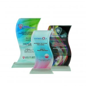 Crystal Plaques CR8090 – Exclusive Curve Crystal Glass Awards