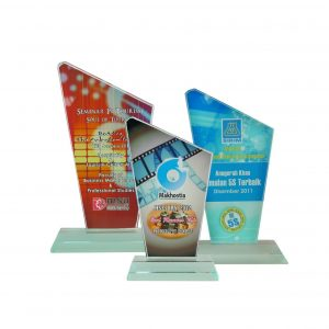 Crystal Plaques CR8094 – Exclusive Crystal Glass Awards