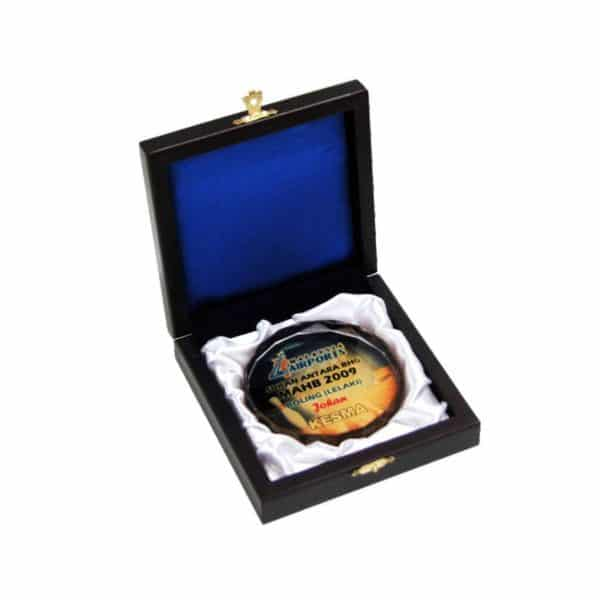 Crystal Medals CR8116 – Wooden Box With Crystal Medal