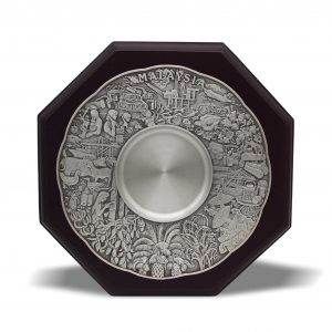 Pewter Plaques WP7234 – Wooden Plaque With Maju Motif Pewter Plate